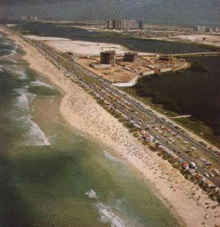Condominio Alfa Barra,  1981