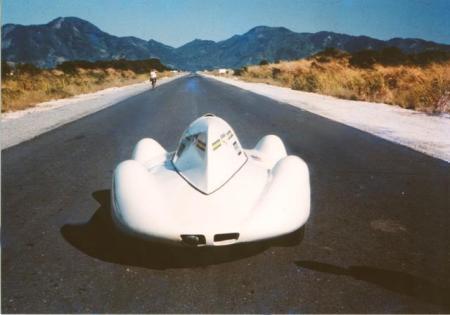 Av. das Américas, 1966: foto de matéria de revista da época sobre o recorde de velocidade batido no Brasil em 1966, no retão da deserta Av. das Américas.