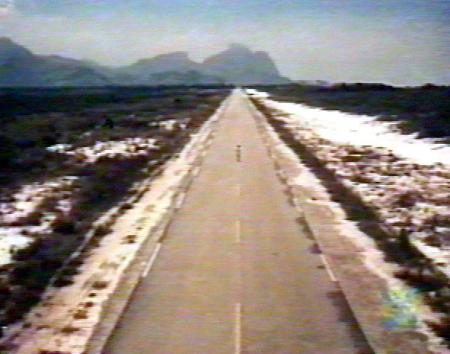 """Avenida das Américas, 1968. Cena do filme """"Brasil ano 2000"""", de 1968, do diretor Walter Lima Junior"""